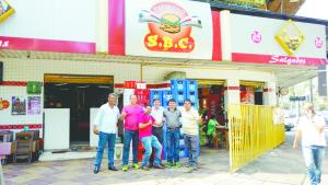 Orlando Morando com equipe do Restaurante Expresso S.B.C.