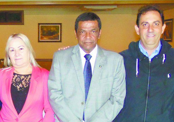 Joana Pedroso de Moraes com os pré-candidatos de Santo André, Bahia, a vereador e Fábio Picarelli, a prefeito