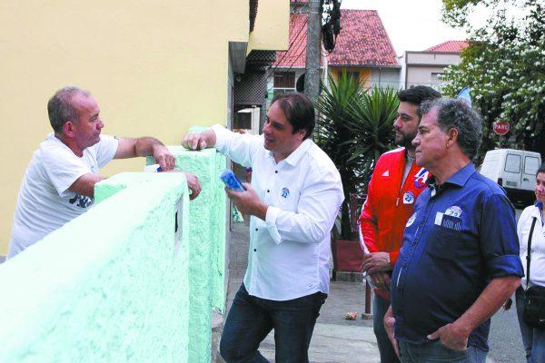 O chamado candidato da terceira via a prefeito de São Caetano do Sul, Fabio Palacio, percorre as ruas do Bairro Oswaldo Cruz