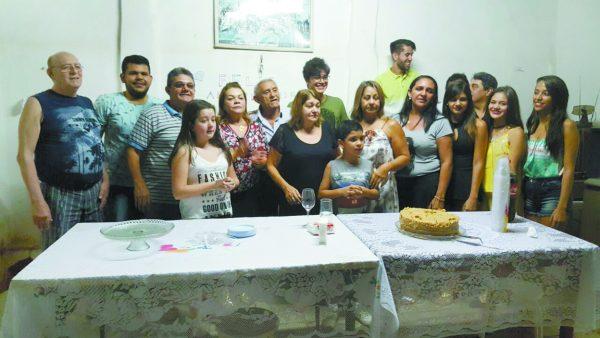 Parte da família na residência do aniversariante Almerio Carvalho, na Rua Pedro II, em Crato-CE