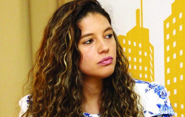 A jornalista Thaís Santiago