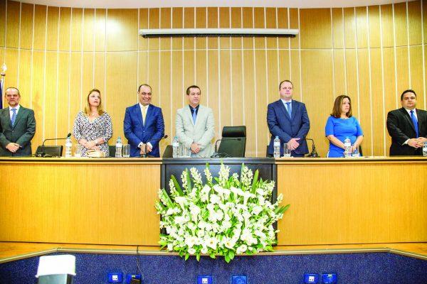 Mesa diretora da sessão solene