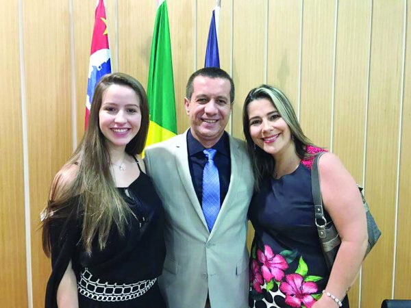Gabriela Munhoz, vereador Marcel Munhoz e Giovana Munhoz