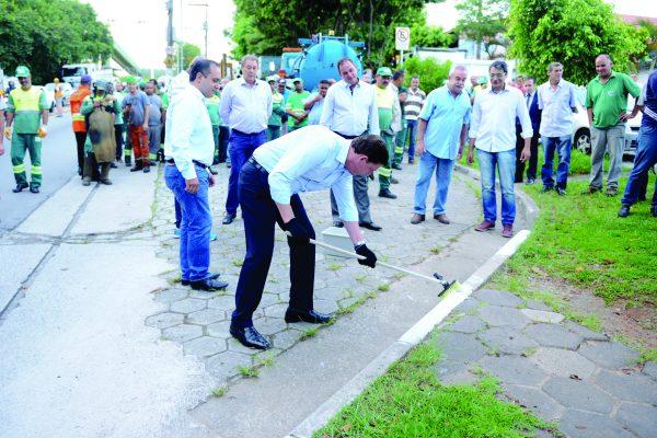 O prefeito Orlando Morando participou de ação do programa