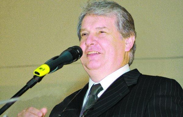O professor João José Dario, diretor presidente do Grupo Braido Dario comemora idade nova no próximo dia 18 de janeiro