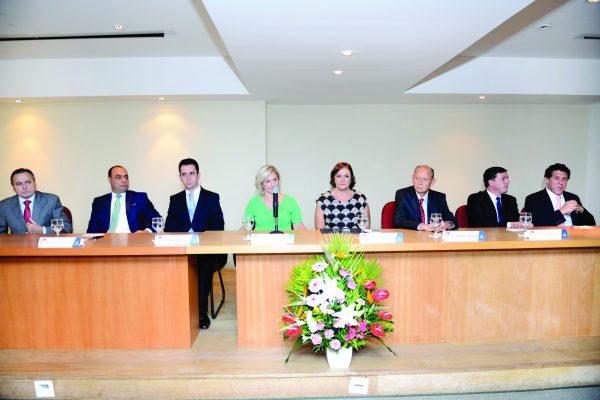 O prefeito de Diadema, Lauro Michels acompanha procedimento