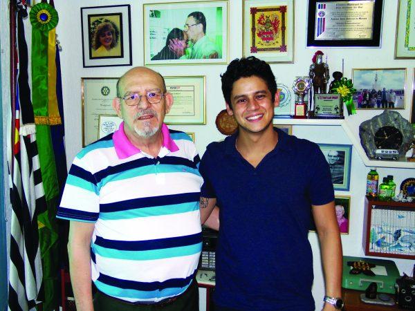 O jornalista Antonio Julio Pedroso de Moraes e o edil Caio Funaki